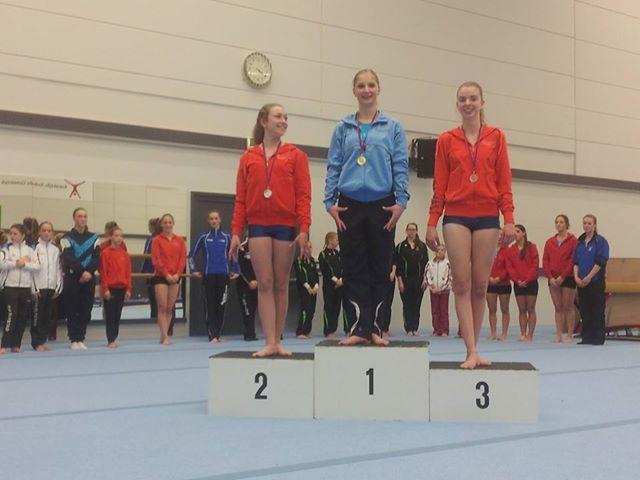 Rebecca wint goud in de 3e divisie!